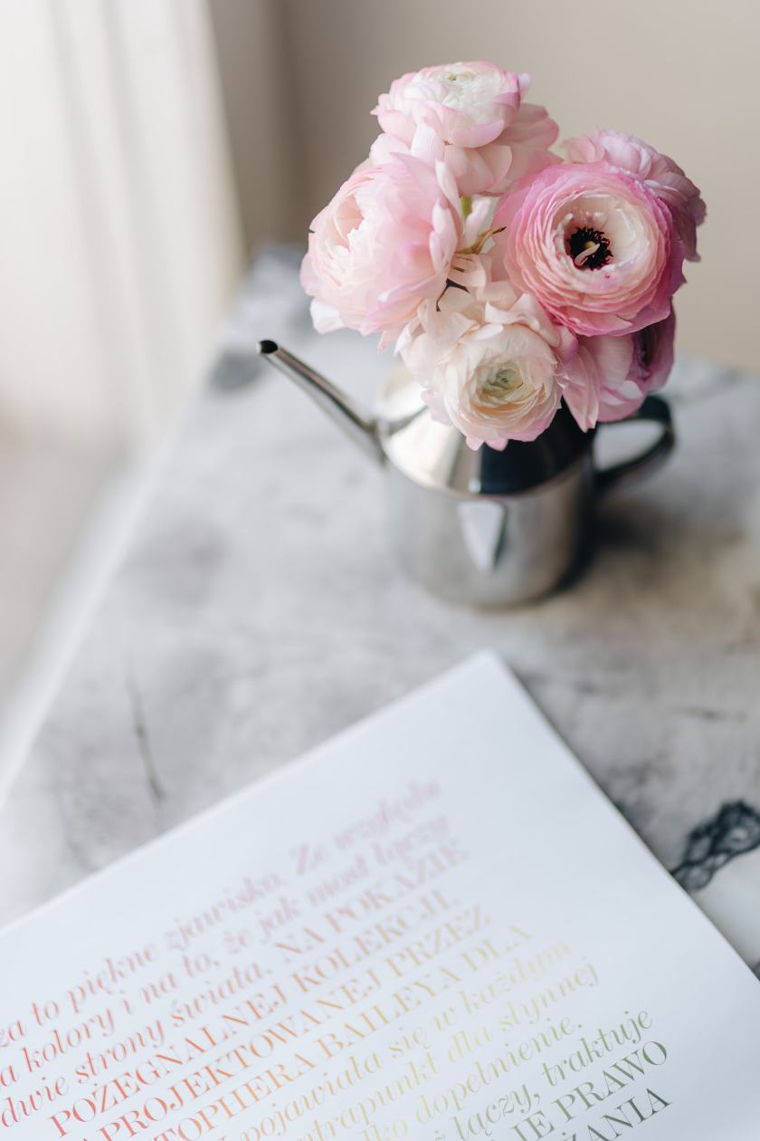 kaboompics_Vogue Poland 2 2018 & Lovely Buttercup Flowers